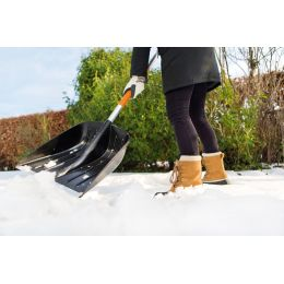 FISKARS SnowXpert Kunststoff-Schneeschaufel, Länge: 1.310 mm